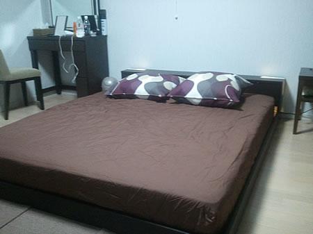 ロータイプ木製ベッド フラップ収納・左右ライト付き クイーン  感想